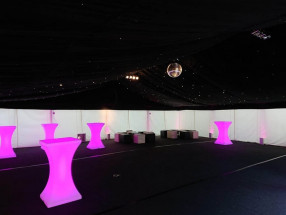 Starlight Ceiling, Ivory Flat Walls, Black & Ivory Cubes & LED Poseur Tables